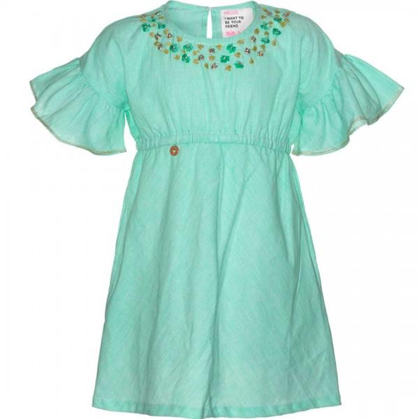 mim-pi minzgrünes Kleid mit kurzen Ärmeln und goldfarbenen sowie grünen Akzenten.