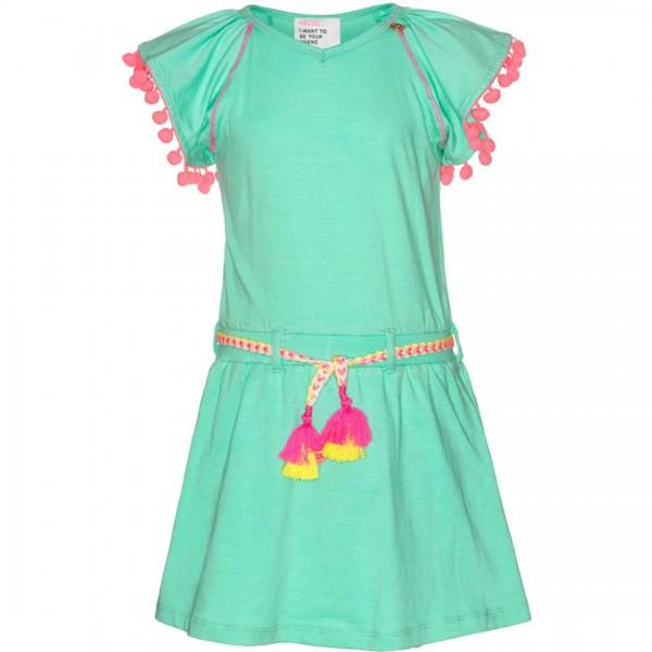Minzgrünes Kleid mit kurzen mit Bommeln an den Ärmeln. In der Taille befindet sich eine Kordel
